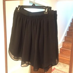 Aritzia Talula Pleated Stretch Waistband Skirt